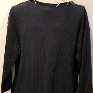 UNIQLO small black tunic, with slits on both sides